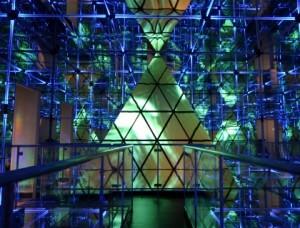 「ミラーアドベンチャー」〜巨大万華鏡の世界〜